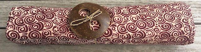 Sarong Lelateng: rostrot mit kleinen Spiralen in beige