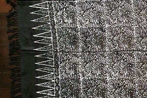Sarong schwarz-anthrazit mit weißen Blüten