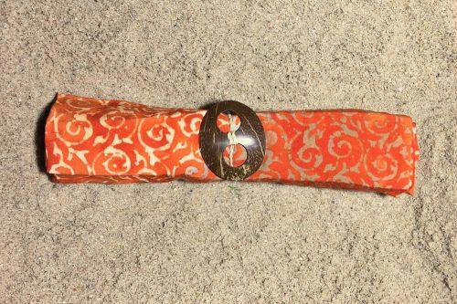 1-1017 Sarong Seminjak: kräftiges pudriges orange und filigrane Ornamente in hellgelb und ocker Verläufen