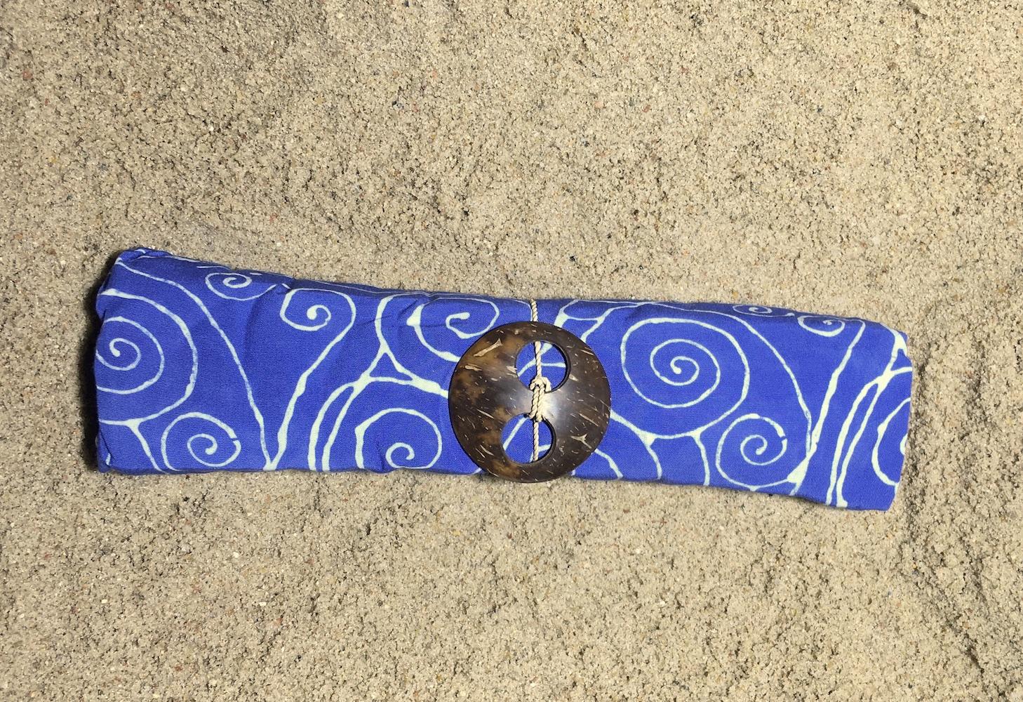 1-4024 Krangasem: blau mit weißen Linien