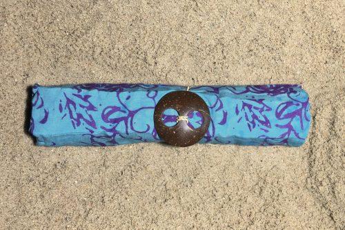 1-4030 Bukit: pudriges petrolblau und violette Ornamente