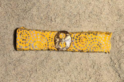 1-5006 Kintamani: maisgelb und Ornamente in Grautönen1-5006 Kintamani: maisgelb und Ornamente in Grautönen
