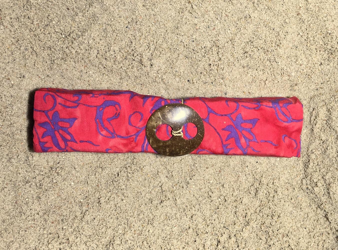 1-6018 Banjar: pudriges himbeerrot und violette Ornamente