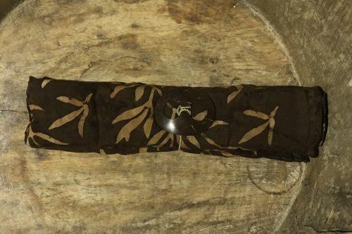 1-8012 Bubunan: pudriges Kaffeebraun und hellbraune Blätterzweige