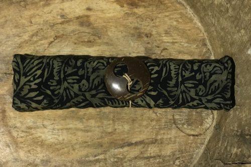 1-9014 Seseh: schwarz und florale Ornamente in ocker-braun Verläufen