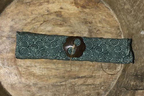 1-9015 Sempidi: grau-grün mit Spiralen in hellem grün