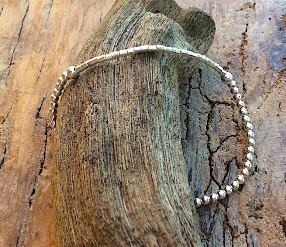 Armband in Silber mit Elementen aus Kugeln und Zylindern in Südseeperlmutt