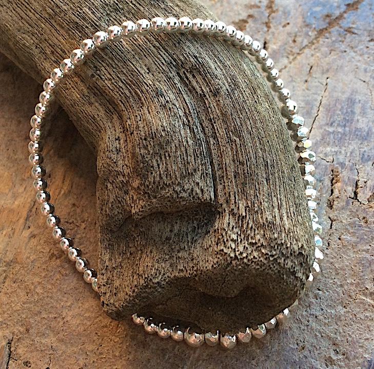 flexibles Silberarmband mit Kugeln