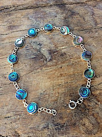 Armband mit runden Elementen aus Südsee-Perlmutt Abalony