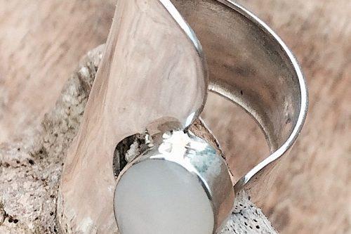 9-4522 Extravaganter Silberring mit Edelstein in Perlmutt