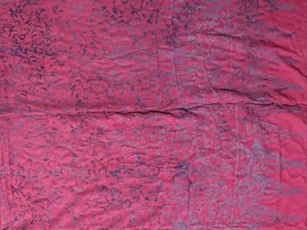1-3012-3Sarong Gyanjar: Mangupura: pink mit Ornamenten in zartlila Verläufen